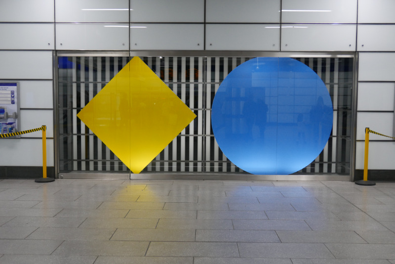 In The Window Diamond And Circle Blue And Yellow œuvres Daniel Buren